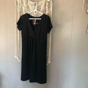 Lucy Black flowy casual v-neck dress size medium